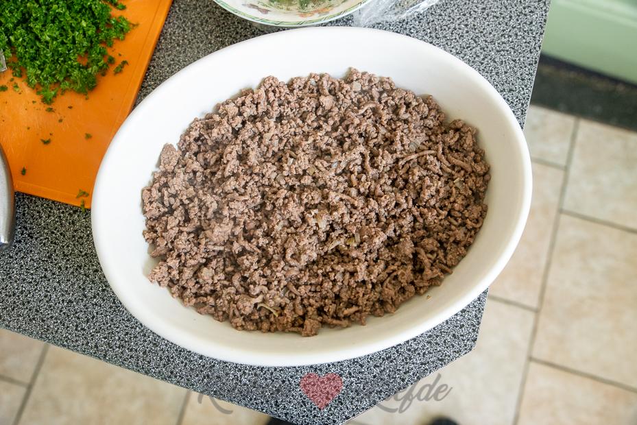 Rodekoolschotel met gehakt en puree