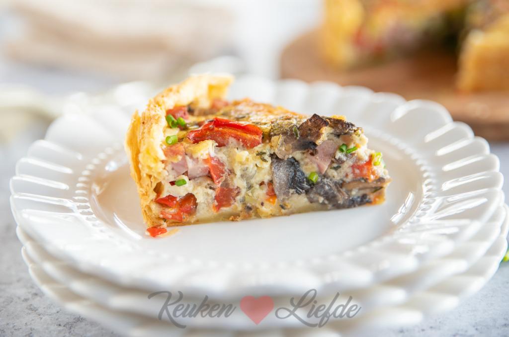 Hartige taart met paprika, champignons en ham