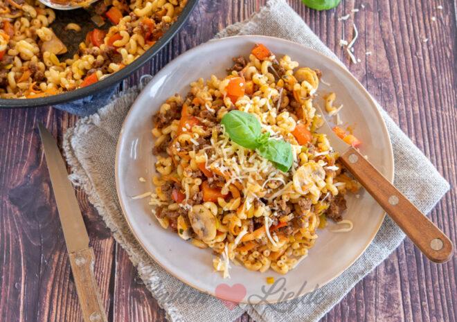 Macaroni met gehakt en groenten