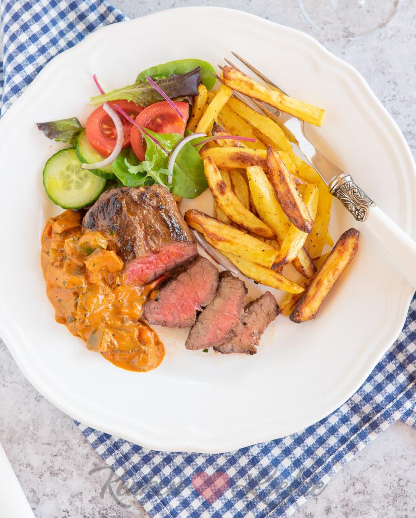 Biefstuk met stroganoffsaus en ovenfrietjes