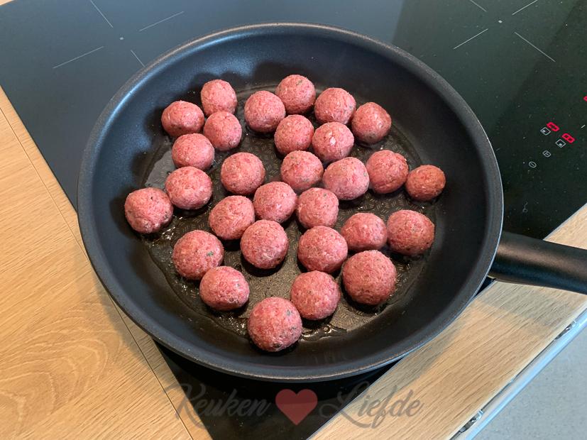 Italiaanse gehaktballetjes in tomatensaus