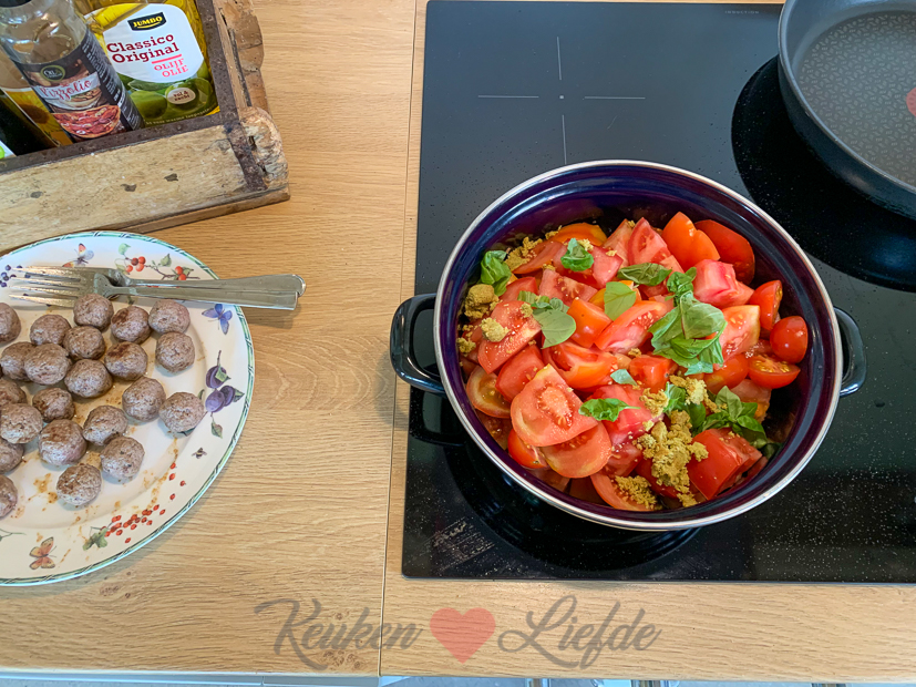 Verse tomatensoep met gehaktballetjes