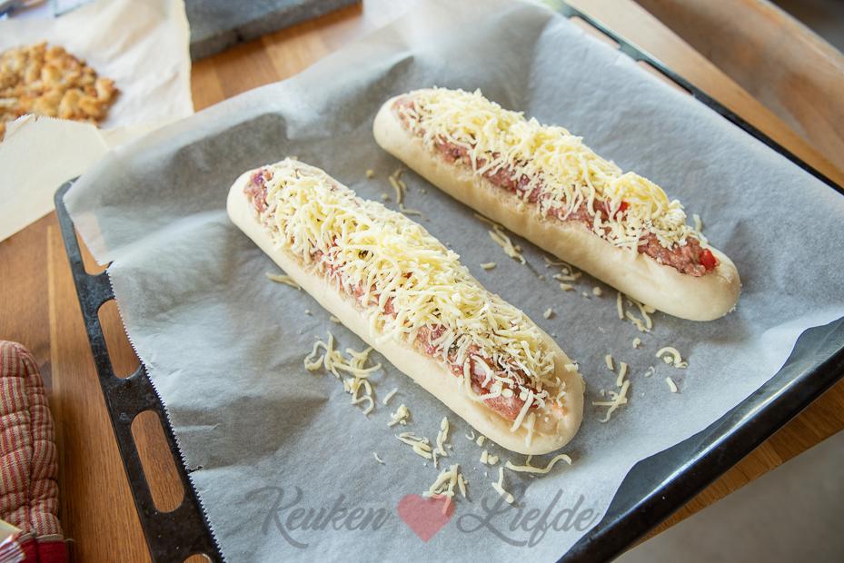 Gevuld stokbrood met Italiaans gehakt