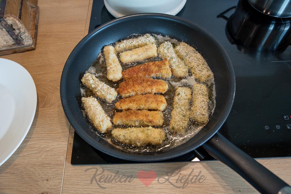 Zelfgemaakte vissticks (oven en koekenpan)